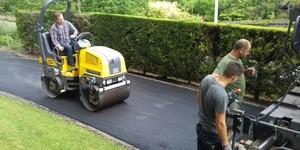 pose d'asphalte dans le brabant Wallon pose d'asphalte dans le brabant Wallon à Nivelles (enrobé à chaud, pose de tarmac, goudronnage, bitume)-de