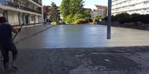 L'asphalte coulé est un type d'asphalte étanche lequel est utilisé comme revêtement sur toitures parking, étanchéité et/ou protection sur ouvrages d'art, revêtement de trottoirs et/ou pistes cyclables, filets d'eau, revêtements de sol-